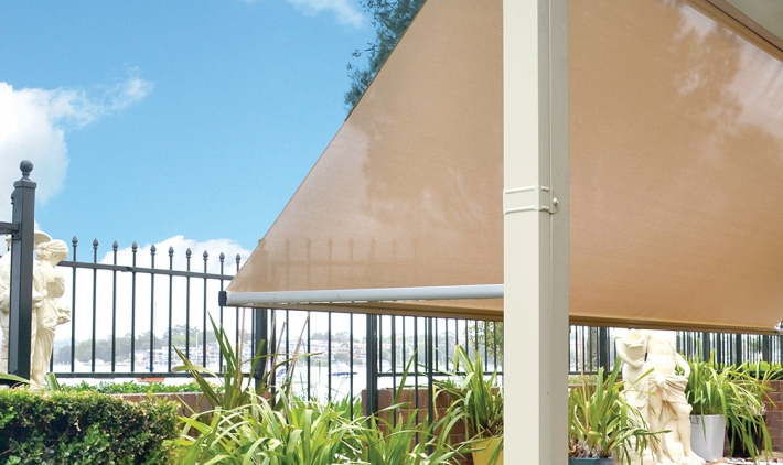 Pivot_arm_awning_1